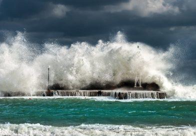 Il Maestrale irrompe sul Tirreno: forti venti di burrasca previsti nelle prossime ore